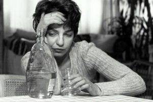 Женский алкоголизм: стадии, признаки и лечение